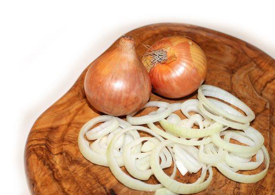 onion-cutting-board-food-vegetables- (1)